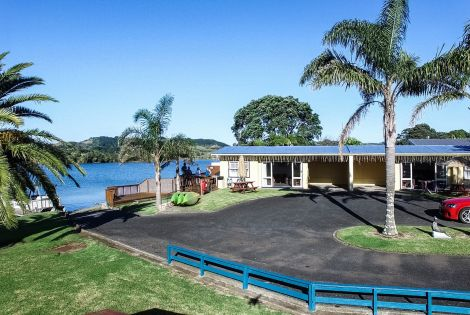 Raglan Palm Beach Motel | Patiki Lounge Unit